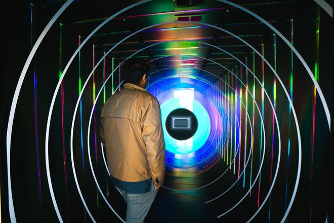 Đây là chiếc loa thông minh Google Home Max khổng lồ mà bạn có thể bước vào bên trong - Ảnh 2.
