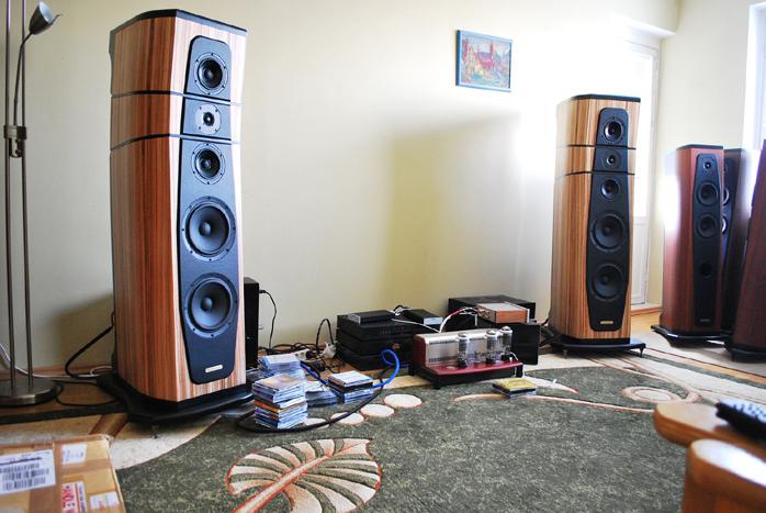 Loa AudioSolutions Rhapsody 200: Đôi loa cỡ lớn