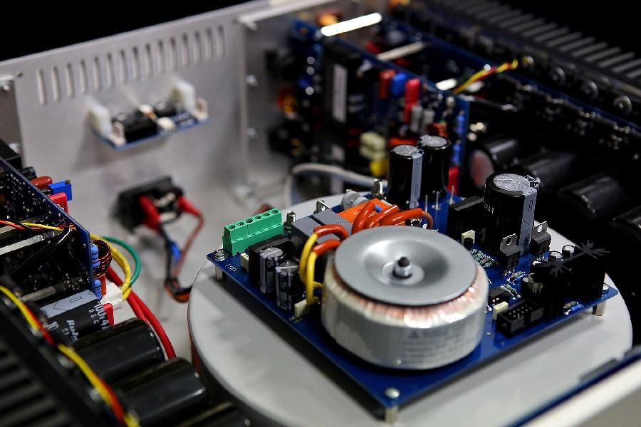 Stereo power ampli Audia Flight FLS4 chi tiet