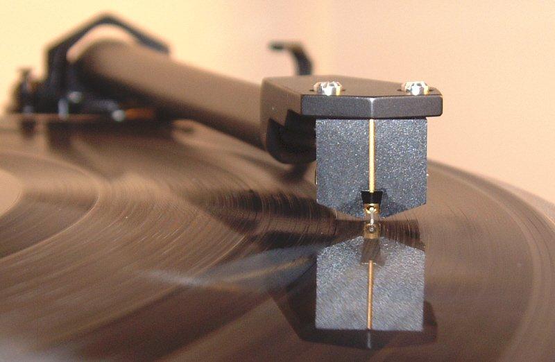 Đang tải tinhte_vinyl_azimuth.jpg…