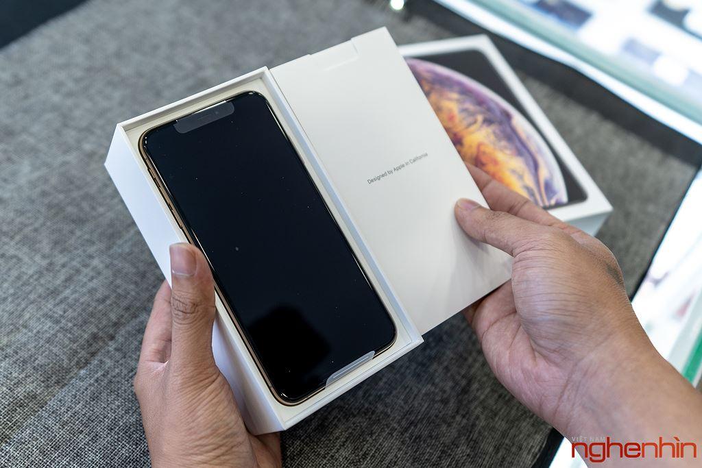 Cận cảnh iPhone XS Max 256GB đầu tiên về Việt Nam trong đêm trước ngày mở bán, giá 68 triệu đồng ảnh 4