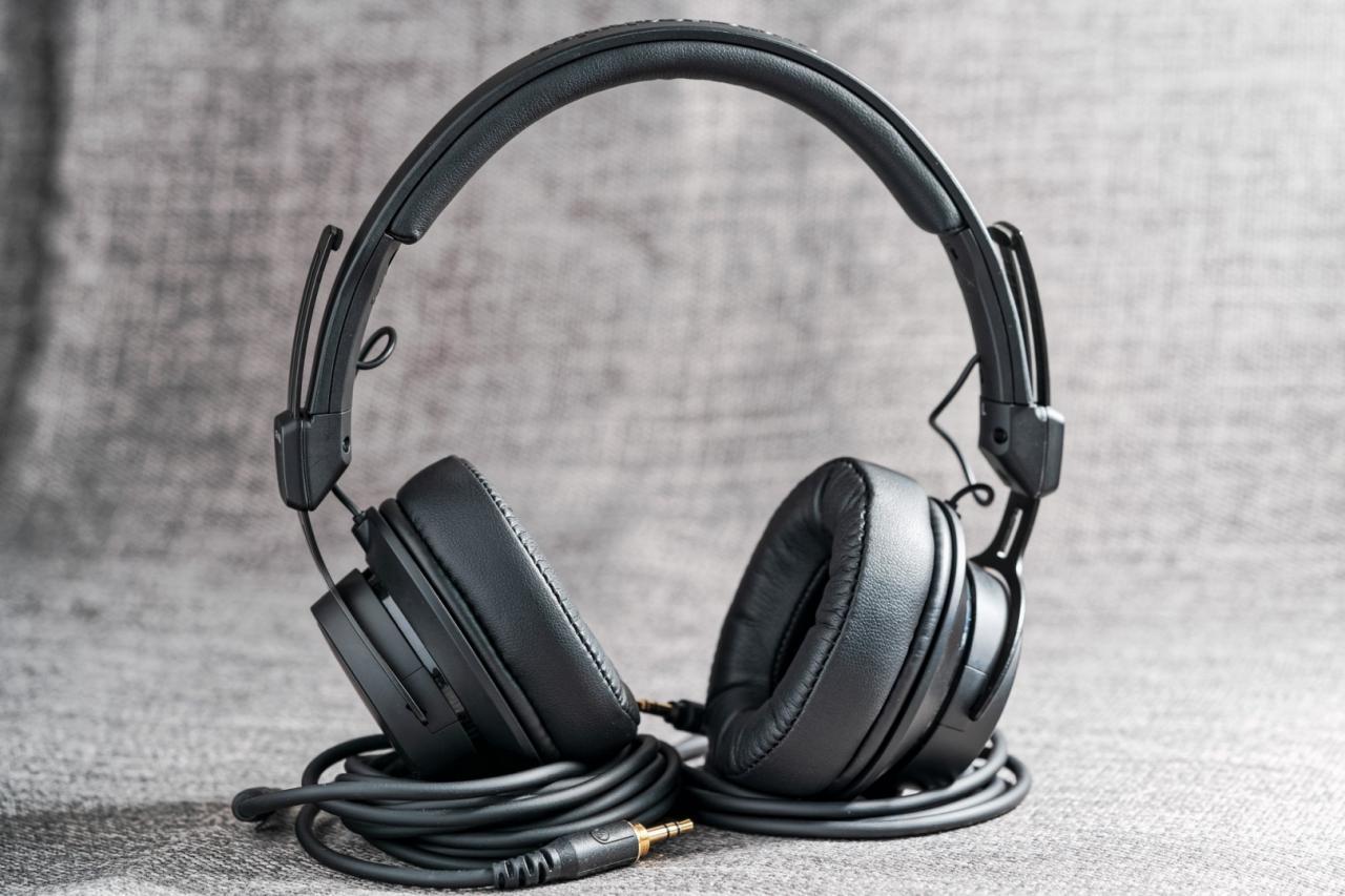 Trên tay Audio-Technica M60X - Chất âm trung tính, thiết kế gọn gàng