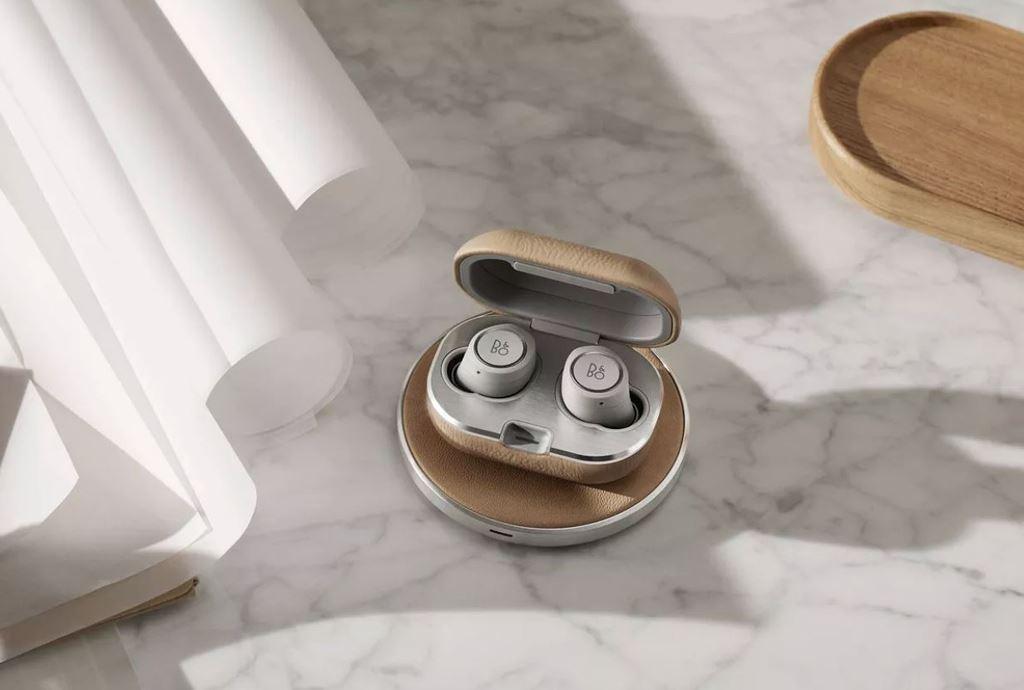 Bang & Olufsen ra mắt tai nghe không dây Beoplay E8 phiên bản 2 với sạc không dây ảnh 1