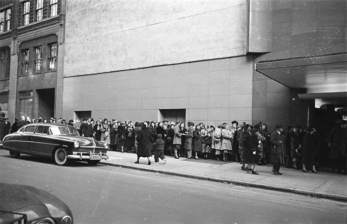 Đang tải 59ad111a78f0b-vintage-photographs-new-york-street-life-stanley-kubrick-05-59a947045a92f__700.jpg…
