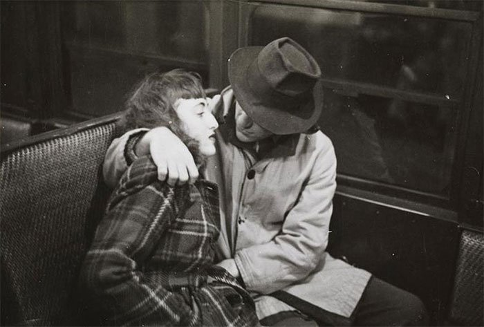 Đang tải 59ad111aa54d4-vintage-photographs-new-york-street-life-stanley-kubrick-10-59a94fc7eb6b2__700.jpg…
