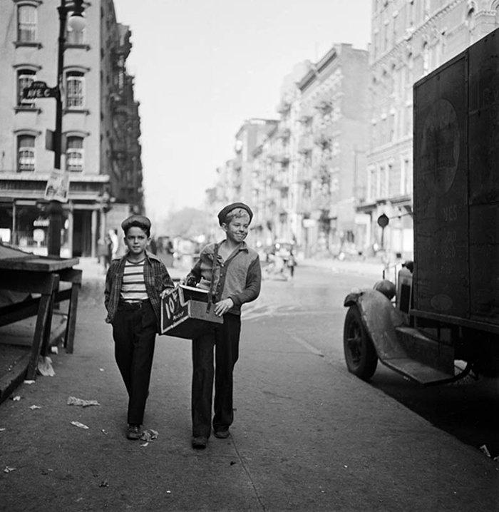 Đang tải 59ad1118ca7d1-vintage-photographs-new-york-street-life-stanley-kubrick-36-59a91cd8dad75__700.jpg…