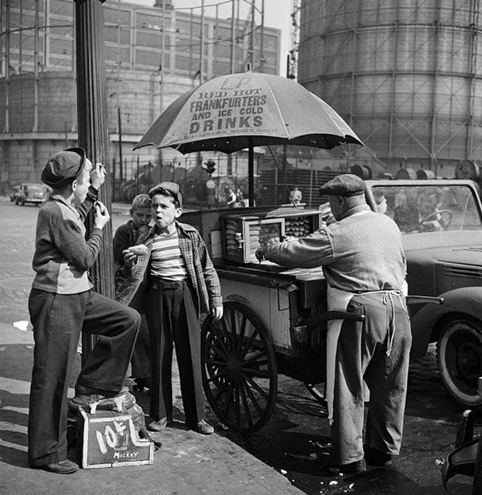 Đang tải 59ad1116d75a0-vintage-photographs-new-york-street-life-stanley-kubrick-10-59a91cfe990ab__700.jpg…