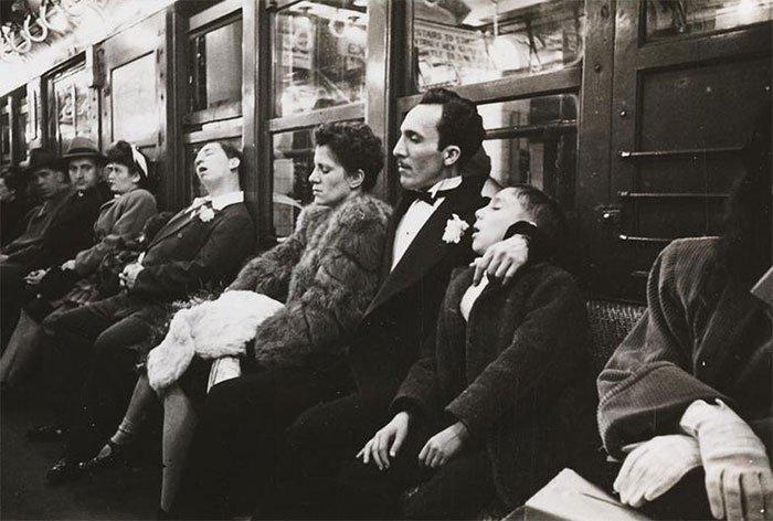 Đang tải 59ad11173bd11-vintage-photographs-new-york-street-life-stanley-kubrick-17-59a950bf66ac0__700.jpg…