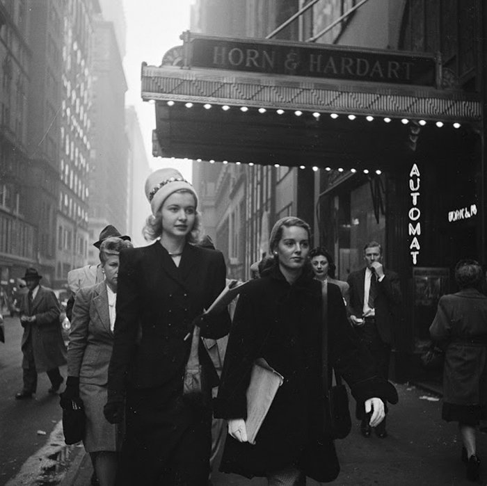 Đang tải 59ad1117a7d25-vintage-photographs-new-york-street-life-stanley-kubrick-13-59a91d050c9a0__700.jpg…