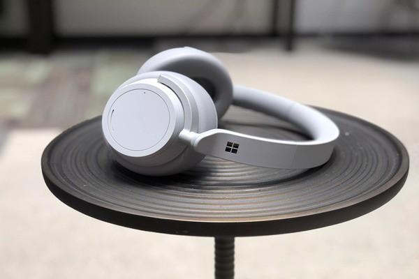 Microsoft đang phát triển tai nghe không dây Surface Buds để cạnh tranh với AirPods - Ảnh 2.