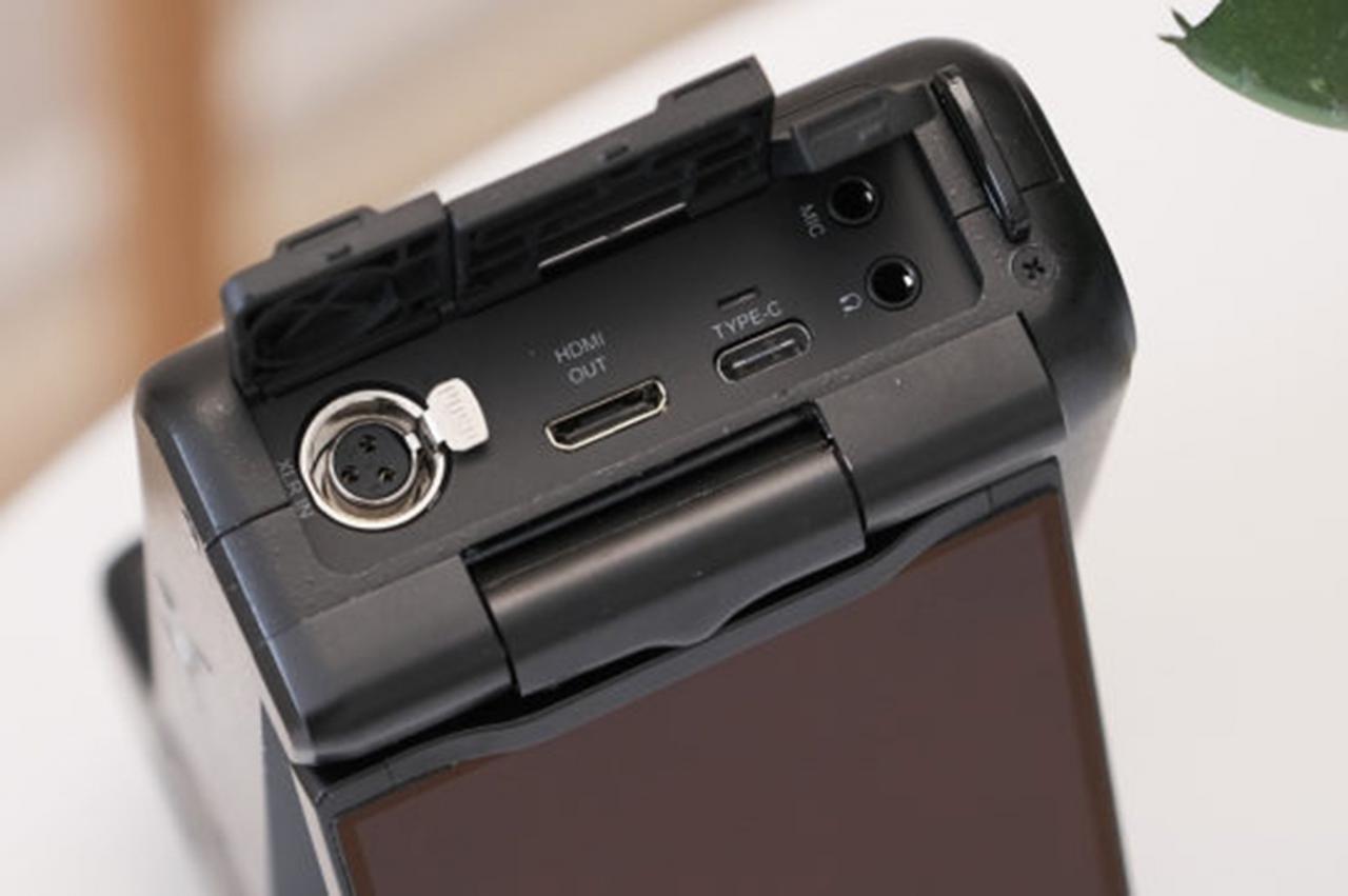 Đang tải Sharp-8K-01.jpg…