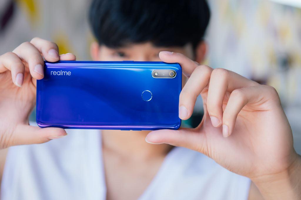 Realme 3 Pro lên kệ tại Việt Nam giá 6,5 triệu đồng ảnh 2