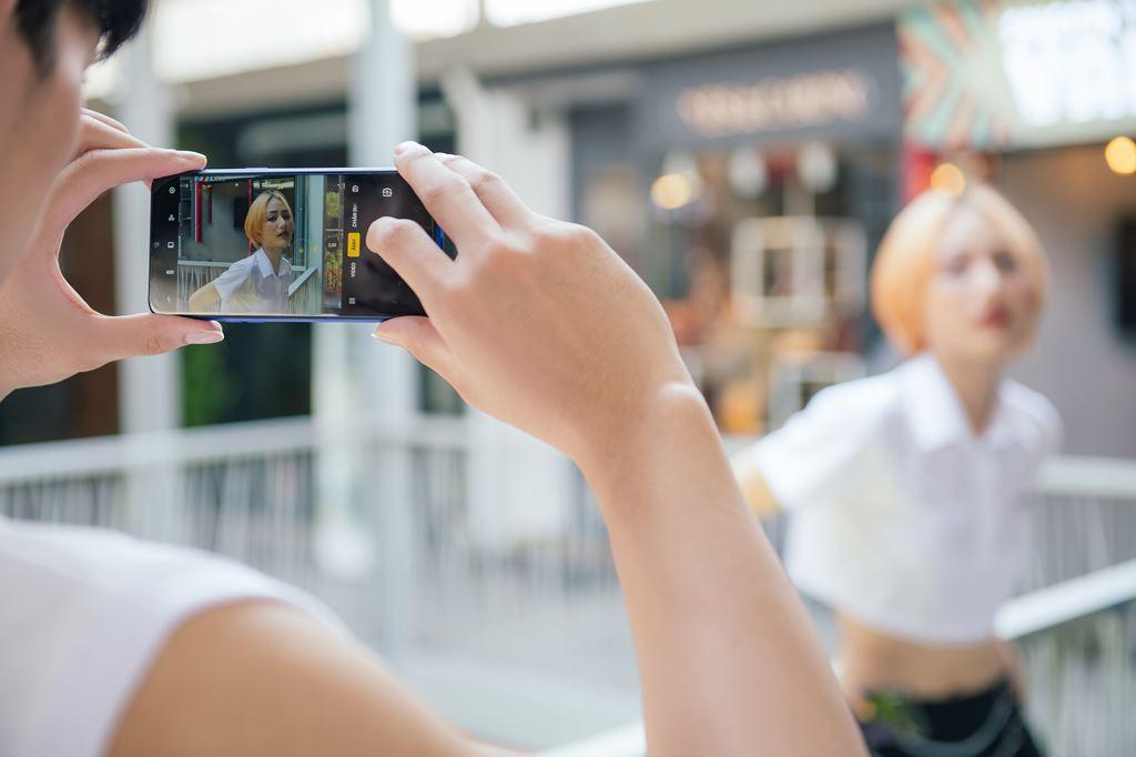 Realme 3 Pro lên kệ tại Việt Nam giá 6,5 triệu đồng ảnh 3