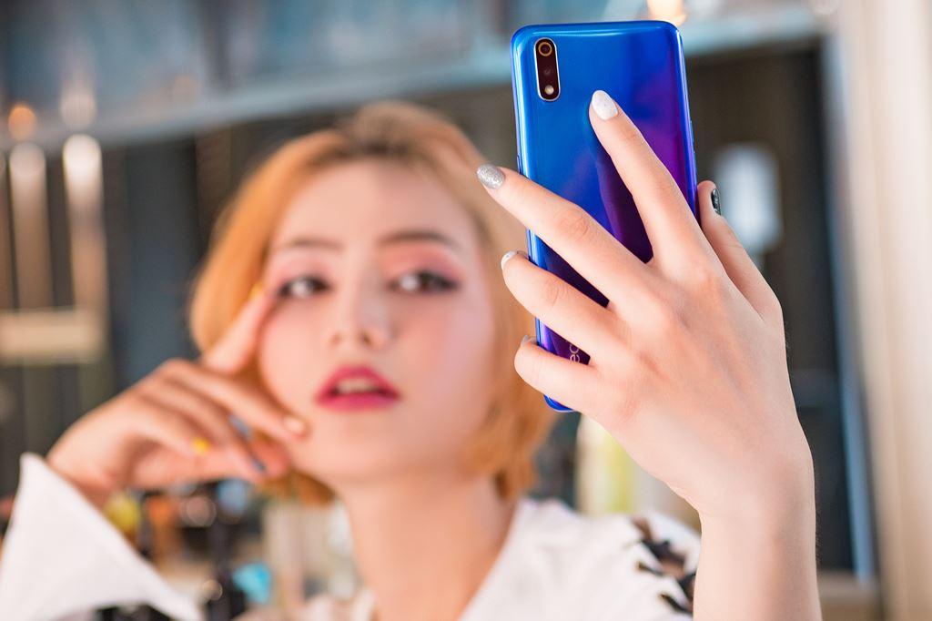 Realme 3 Pro lên kệ tại Việt Nam giá 6,5 triệu đồng ảnh 4