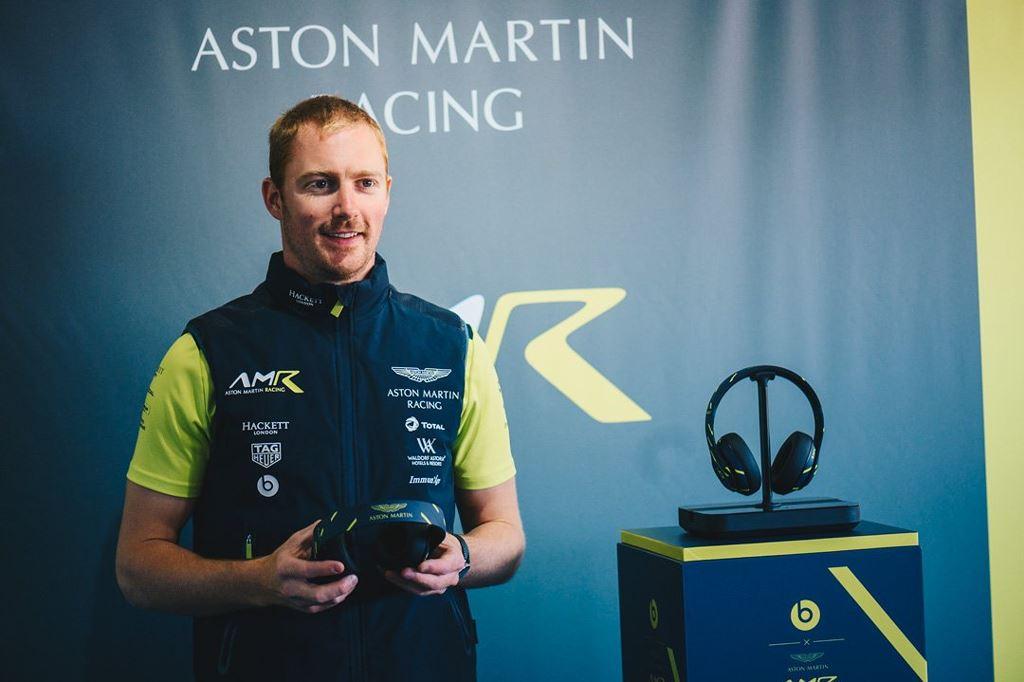 Beats hợp tác Aston Martin tạo nên Studio3 phiên bản siêu hiếm dành cho tay đua ảnh 3