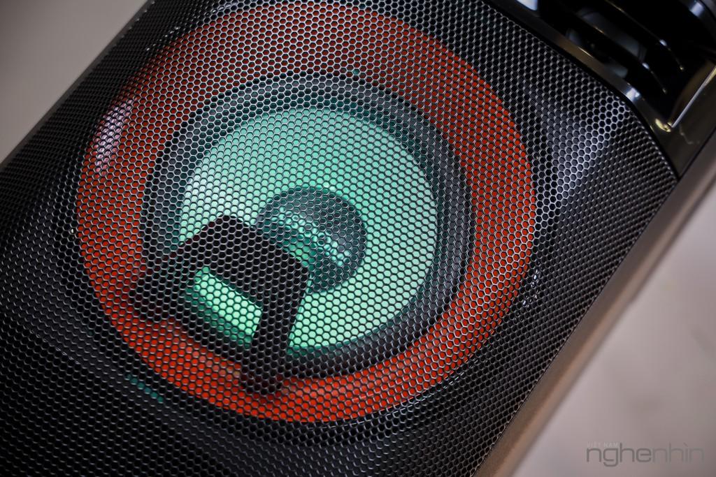 Trải nghiệm loa LG XBoom OL55D: nghe nhạc công suất lớn, hát karaoke, chà đĩa DJ với giá 7 triệu ảnh 2
