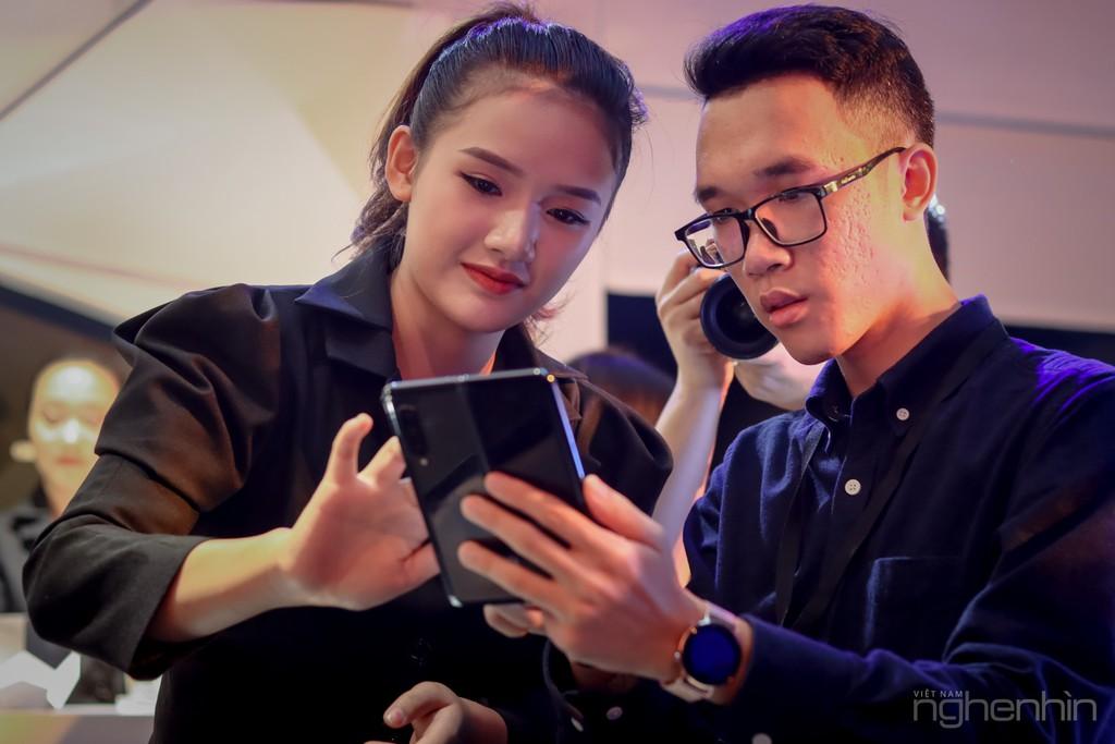 Siêu phẩm Samsung Galaxy Fold smartphone màn hình gập ra mắt người dùng Việt giá 50 triệu ảnh 8