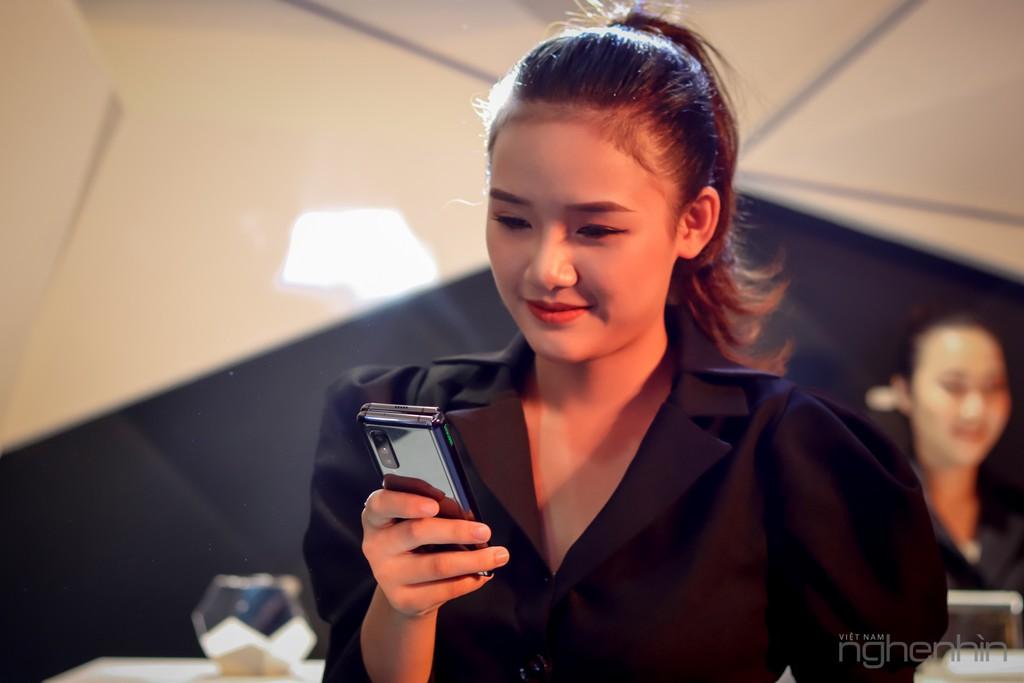 Siêu phẩm Samsung Galaxy Fold smartphone màn hình gập ra mắt người dùng Việt giá 50 triệu ảnh 10