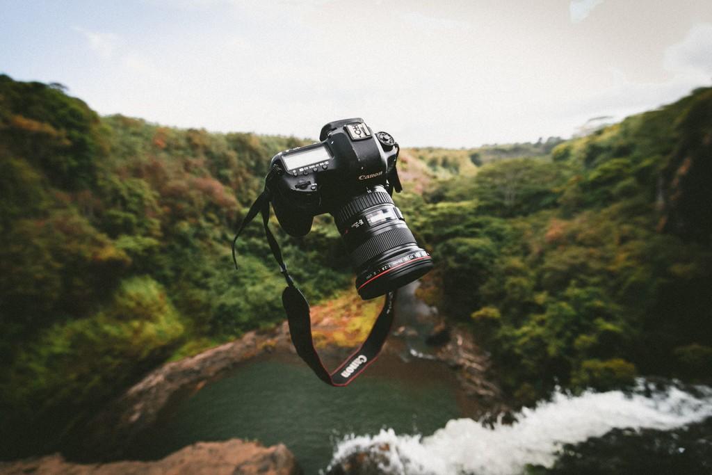 Canon đánh dấu năm thứ 17 liên tiếp dẫn đầu trong thị trường máy ảnh kĩ thuật số ảnh 1