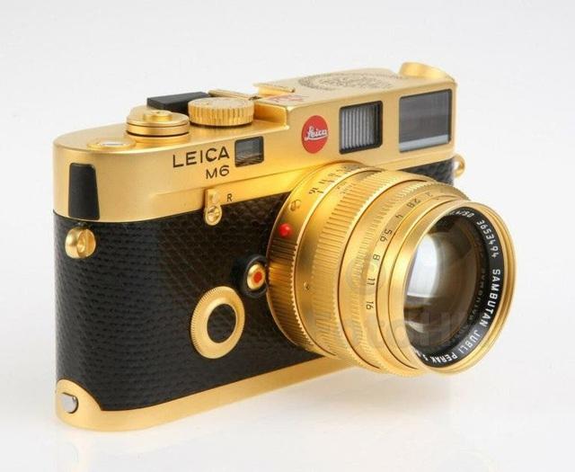 Máy ảnh Leica M6 mạ vàng có giá quy đổi gần 700 triệu đồng - 1