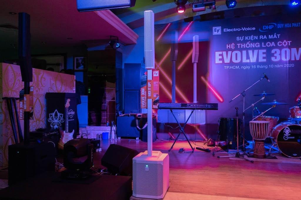 Loa cột EVOLVE 30M ra mắt thị trường Việt, giá từ 41,5 triệu đồng