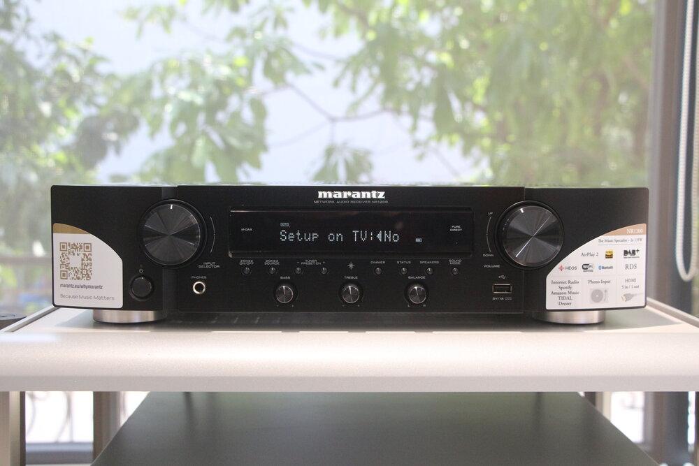 NR1200 · Công suất 75W/kênh (8 Ohm) · 5 ngõ vào HDMI ARC, hỗ trợ đầy đủ HDCP 2.3 có thể kết nối các nguồn phát như CD Player, máy game chuyên dụng như PS4 và đầu phát Blu-Ray. · 1 ngõ ra HDMI ARC cho phép kết nối trực tiếp với Tivi · Ngõ phono tích hợp hỗ trợ kết nối mâm đĩa than dễ dàng ·Tích hợp Wi–Fi với băng thông hỗ trợ 2.4 GHz / 5 GHz ·Kết nối không dây: AirPlay, Bluetooth, TuneIn Internet Radio, Pandora, Spotify, Tidal, Deezer, Amazon Prime Music, SiriusXM, Napster ·Hỗ trợ file nhạc: DSD (2.8/5.6 MHz), FLAC, ALAC & hỗ trợ WAV lossless files lên đến 24-bit/192-kHz ·Xử lý không dây đa phòng HEOS Mời Cả Nhà xem thêm thông tin chi tiết sản phẩm tại đây