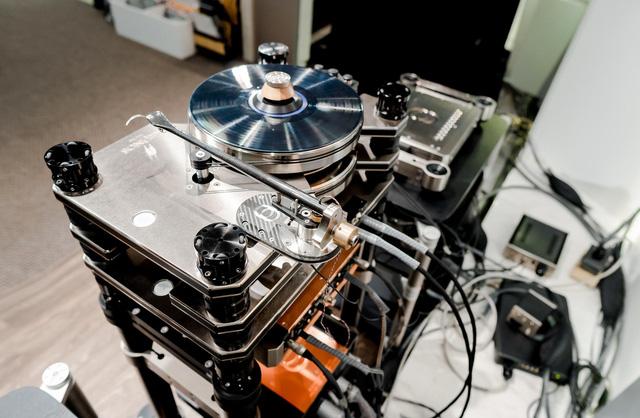Hoài niệm xưa cũ, dân chơi Hà thành chi 2 tỷ đồng sắm máy hát đĩa than nghe nhạc - Ảnh 2.