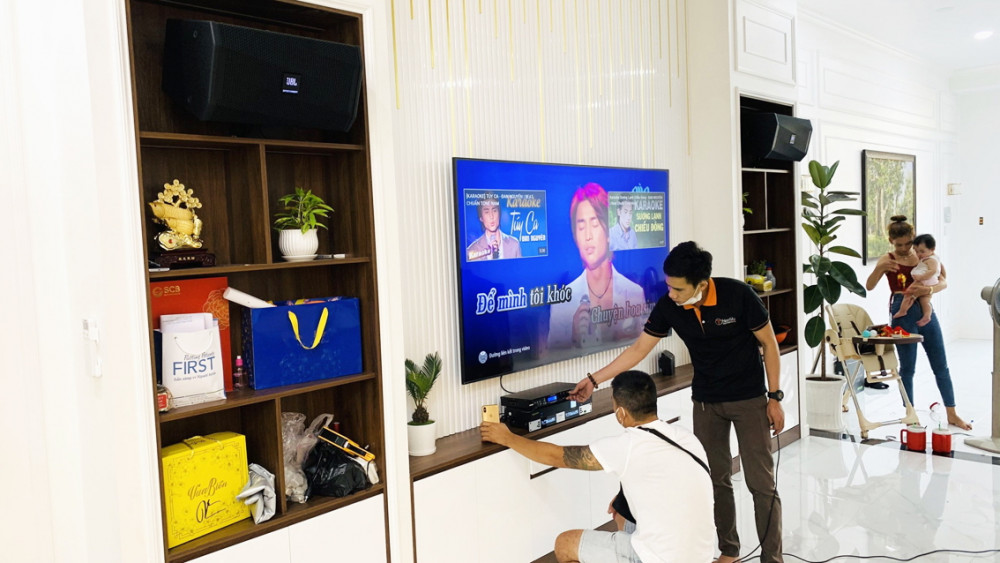 Một phòng karaoke gia đình